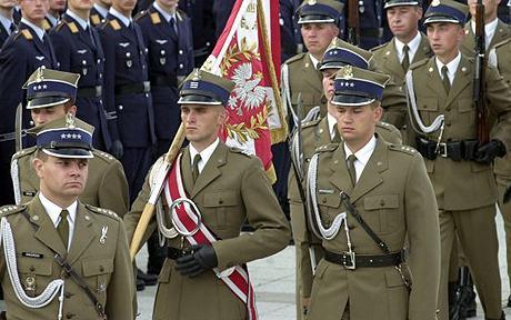 Польша не исключает, что ее войска могут быть задействованы для урегулирования ситуации на Донбассе, но только в составе миротворческой миссии ООН