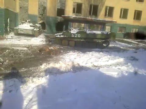 Ездить не научили, а дали БТР и отправили на Донбасс: Террорист въехал на БТР в здание