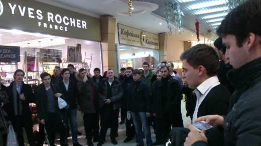 Культурный теракт по-украински: В одном из московских супермаркетов спели украинскую колядку
