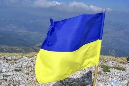 Государственный флаг Украины, который встретил 2015 год на самой высокой точке Крыма, продают с молотка