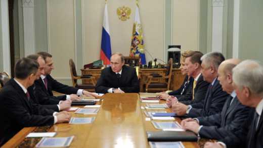 Из-за обострения ситуации на Донбассе Путин провел совещание с представителями Совета безопасности РФ