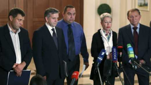 Еще одна попытка: Контактная группа в Минске договорилась о прекращении огня и начале отвода тяжелой техники