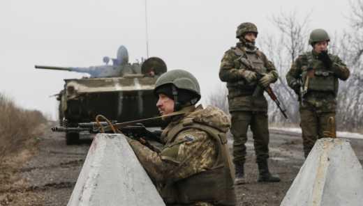 Уничтожить технику и выбираться тропами: Генштаб отдал приказ бойцам в Дебальцево, которые оказались в окружении