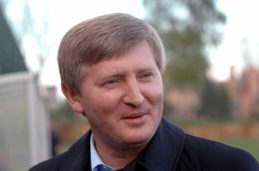 Ринат Ахметов регистрируется на рейс, валит с Украины!, – блогер