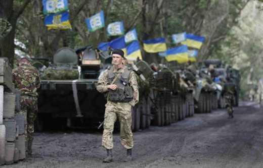 Петр Порошенко готовится вести военное положение по всей территории Украины, если террористы не прекратят огонь