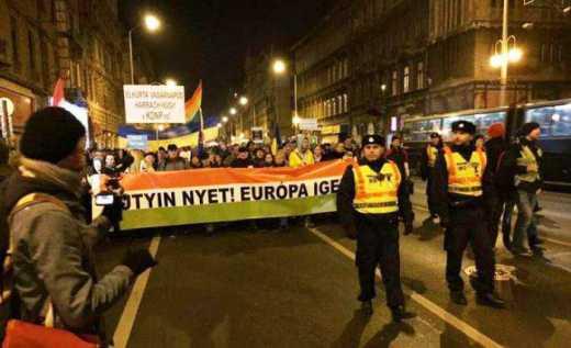 Полторы тысячи венгров вышли на улицы Будапешта, протестуя против визита Путина в венгерскую столицу