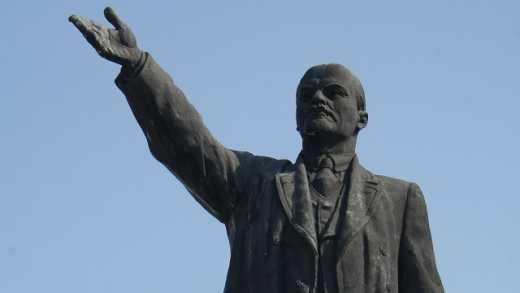 Беларусь прощается с СССР: В Минске повалили памятник Ленину