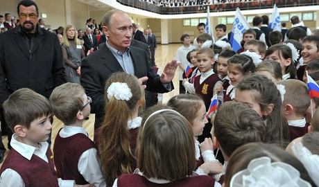 В России на пол миллиарда рублей сокращают программу развития образования