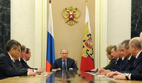 Путин собрал Совбез РФ в связи с минскими договоренностями