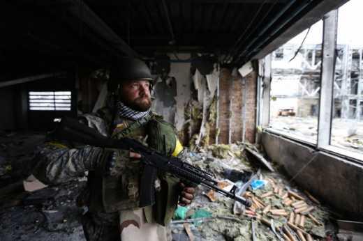Из под завалов нового терминала Донецкого аэропорта достали еще живого киборга