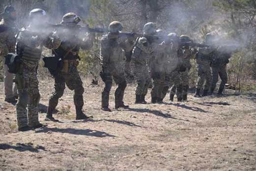 Луганских спецназовцев тренируют инструктора из Израиля и Грузии