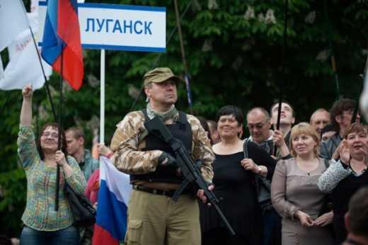 Протестные настроения взорвали Луганск: По городу расклеили листовки в которых призывают террористов убраться