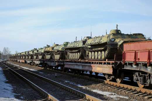 Железнодорожный узел в Дебальцево, который со слов Муженко был выведен из строя на 8 месяцев принял первый эшелон с оружием из РФ