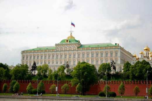 Триллер с исчезновением Путина продолжается: В Москве с Кремлевского дворца исчез флаг России