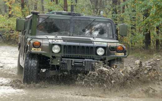 Американские броневики Humvee на отлично сдали экзамен в АТО