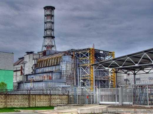 Для строительства защитного купола в Чернобыле не хватает средств.For the construction of the protective dome at Chernobyl is not enough money.
