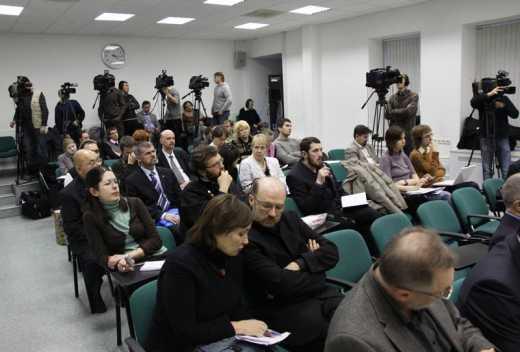 Журналистам ведущих изданий мира запретили оставлять Москву и приказали ожидать заявления из Кремля