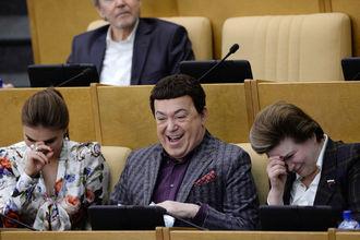 В РФ из-за санкции чиновники получили право на бесплатные лекарства