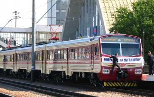 Между Донецком и Луганском начали ходить поезда.Between Donetsk and Lugansk started to go train.