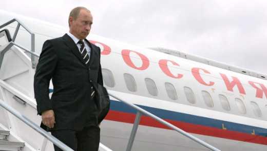 Самолет президента РФ приземлился в Санкт-Петербурге, в 150 км от которого находится бункер с подводными лодками