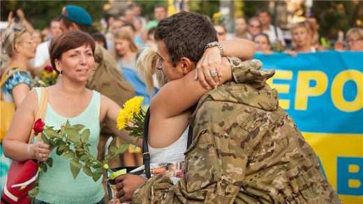 О такой любви к армии как в Украине, в РФ могут только мечтать, – российский офицер