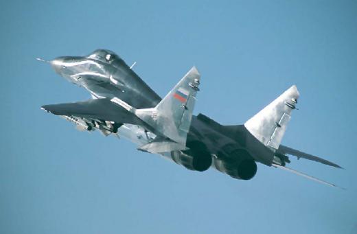 В бой вступает авиация: Над Луганском замечено два истребителя