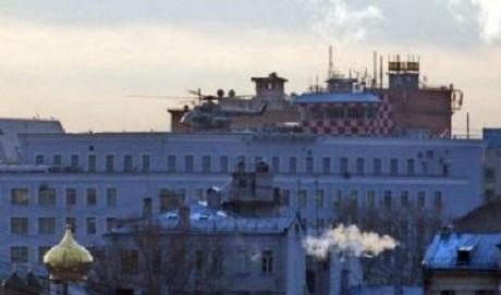 Над Москвой весь день летают военные самолеты, в столице собирают всю верхушку силовиков ВИДЕО