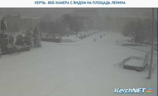 При Украине такого не было: Симферополь засыпало снегом