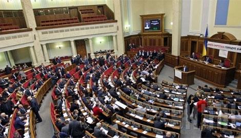 Депутаты в Раде устроили настоящий «бойцовский клуб» — вечернее заседание закрылось даже не начавшись