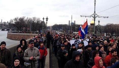 Даже мертвый Немцов все еще опасен для Кремля — ОМОН задержал 15 участников акции в память убитого оппозиционера