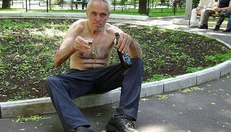 Экономический кризис: российские алкаши массово переходят на чистящие средства – New York Post