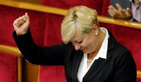 Приехали! НБУ запретил украинцам снимать с карточек собственную валюту
