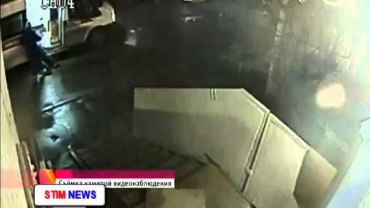 Клятва Гиппократа в интерпретации русских: Протащить пациента по полу подъезда и с помощью пинков затолкать в скорую
