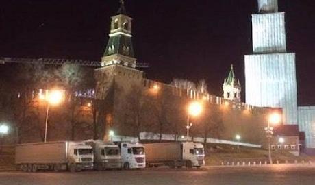 К Кремлю пригнали рефрижераторы — российский гражданский активист ФОТО