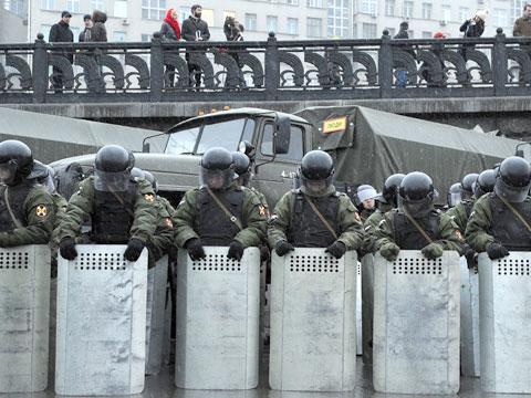 Офицеров ФСБ, специализирующихся на разгоне массовых беспорядков срочно вызвали в Москву