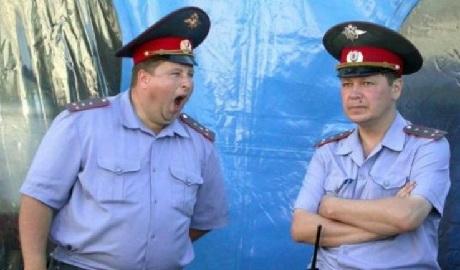 «План перевыполнен?», в России полицейский патруль за ночную смену ограбил троих человек