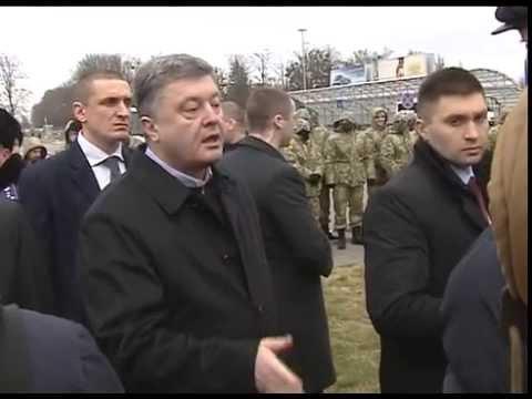 Украина меняется: Петр Порошенко не испугался выйти пообщаться с людьми, которых сократил