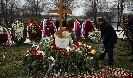На могилу Бориса Немцова наведались вандалы ФОТО