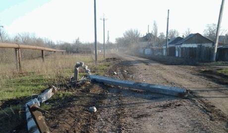 """Пьяные террористы """"ДНР"""" на машине повалили столб и разнесли газопровод ФОТО"""