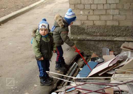 Дети Донецка пугают родителей-сепаратистов Правым сектором