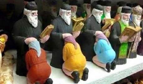В РФ продают статуэтки священников, пропагандирующие оральный секс ФОТО