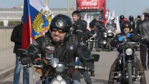 """Были """"Ночные волки"""", а теперь """"Ночные волчицы"""": Пользователи соц. сетей предлагают переименовать байкеров Путина"""