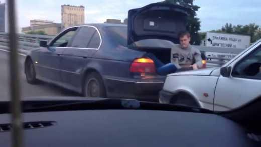 Буксировка автомобиля в России: новый хит интернета ВИДЕО