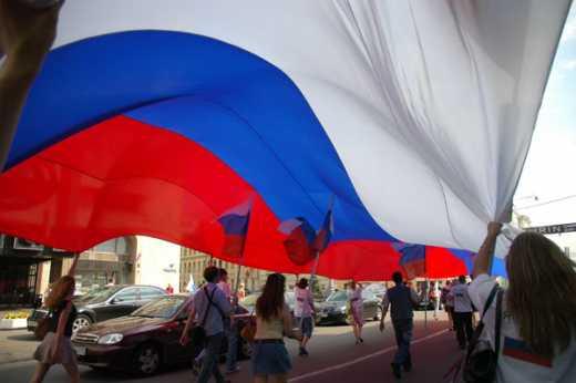 Путин опять всех переиграл: В Белоруссии за российский флаг бьют