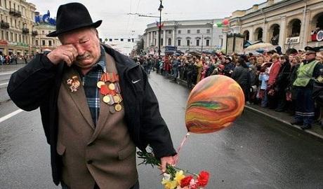В России ветеранов поздравили напоминанием о бесплатной могиле