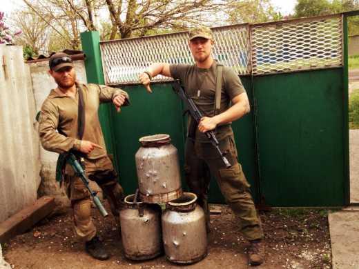 Правый сектор дал пьянству бой, уничтожив 150 литров самогона
