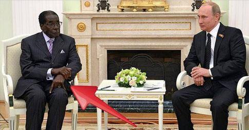 Путин черт? Президент Зимбабве во время встречи с президентом РФ крутил на руках знаки защиты от злых духов ФОТО