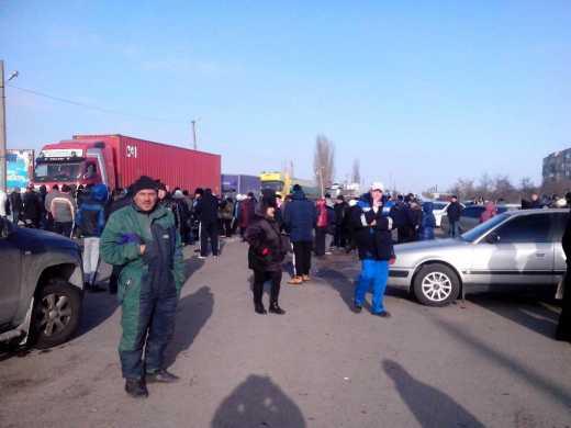 За то Крым наш! В России люди перекрыли трассу из-за задолженности по зарплате