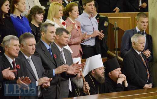 Патриарх Кирилл не позволял: Представители УПЦ МП не встали, чтобы отдать дань уважения бойцам АТО — героям Украины ФОТО