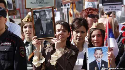 Безнравственная Россия! В Москве после акции «Бессмертный полк» фотографии ветеранов выбросили на помойку ФОТО